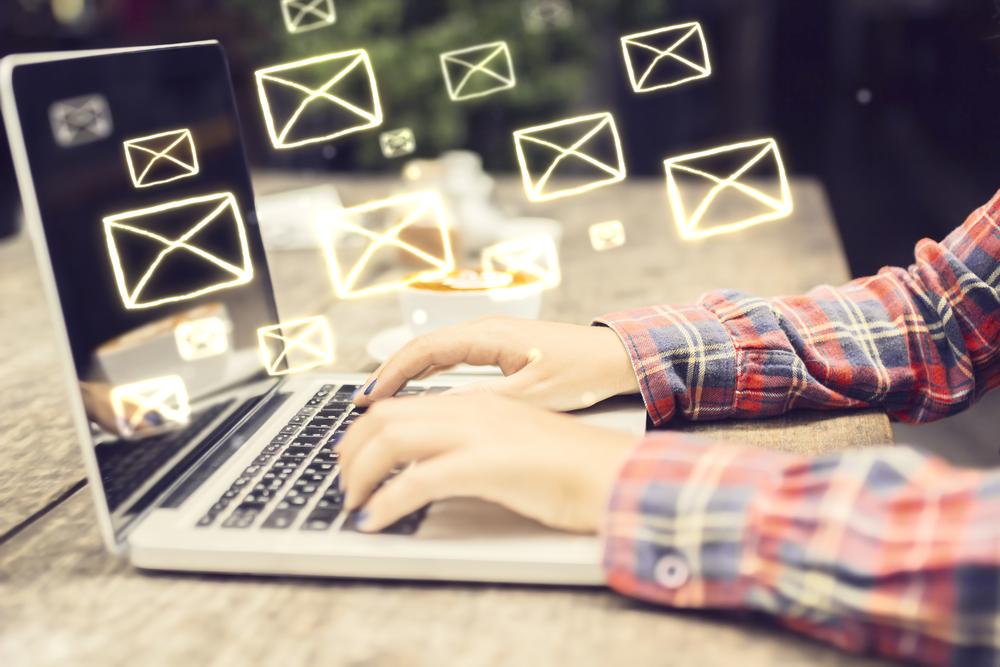 Avantages et inconvénients des enquêtes par mails